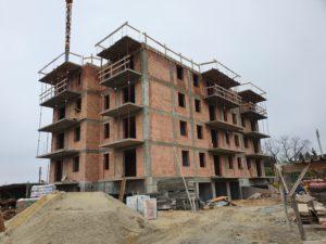 Budowa pięciokondygnacyjnego budynku wielorodzinnego